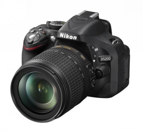 Fotoaparát zrcad. Nikon D5200 + 18-105 AF-S DX VR