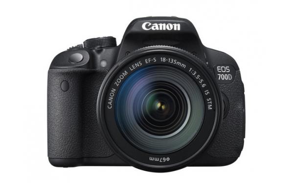 Fotoaparát zrcad. Canon EOS 700D + 18-135 IS STM